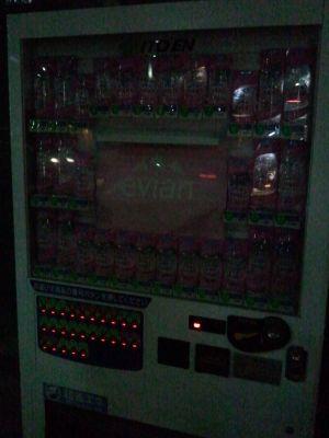 ボタンのところの赤く光っているのが「売り切れ」の表示です。