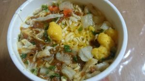 CUP NOODLE 黄金の鶏油付きスパイシーチキンカレー