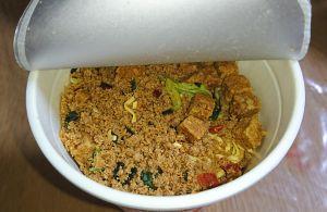 カップヌードル 肉食リッチ 贅沢肉盛り担々麺